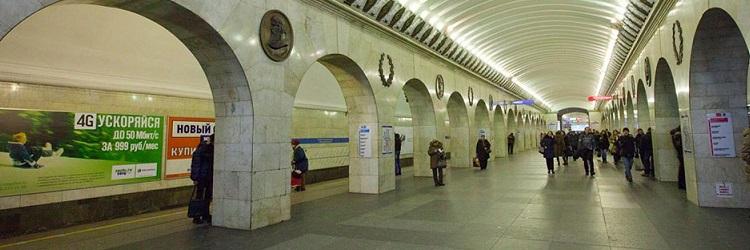 реклама в метро на платформах