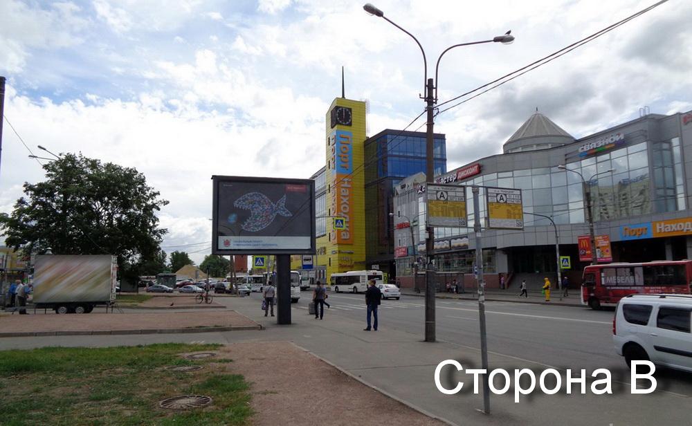 реклама у метро Рыбацкое